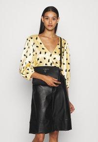 Calvin Klein - DRESSED BUSINESS CROSSBODY - Sac bandoulière - black - 0