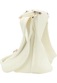 usha - Across body bag - weiss - 3