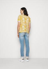 Versace Jeans Couture - PRINT LOGO BAROQUE  - Polo shirt - white - 2