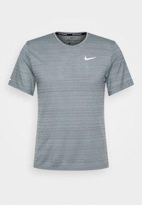 MILER  - Basic T-shirt - smoke grey/reflective silver