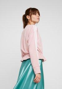 adidas Originals - BELLISTA 3 STRIPES CROPPED PULLOVER - Sweatshirt - pink spirit - 2