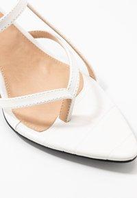 NA-KD - POINTY SOLE TOE STRAP  - Sandály - offwhite - 2