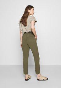 Vero Moda - VMSAGA STRING PANT - Trousers - ivy green - 2