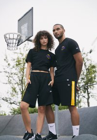New Era - NBA LOS ANGELES LAKERS NEON TEE - Club wear - black - 1