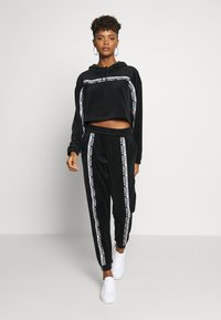 adidas Originals - CROPPED - Mikina s kapucí - black