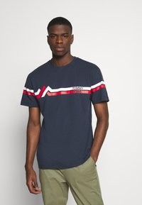 Tommy Jeans - STRIPE MOUNTAIN TEE UNISEX - Print T-shirt - twilight navy - 0