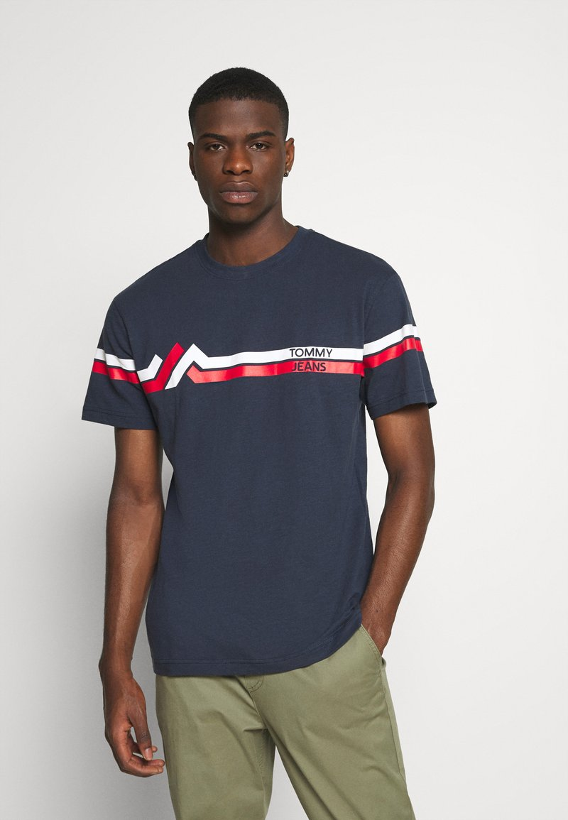 Tommy Jeans - STRIPE MOUNTAIN TEE UNISEX - Print T-shirt - twilight navy