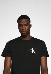 Calvin Klein Jeans - OUTLINE LOGO HEM - Print T-shirt - black - 4