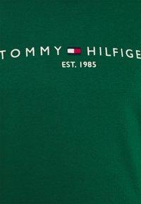 Tommy Hilfiger - LOGO  - Collegepaita - rural green - 6