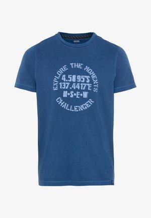 Print T-shirt - blau-rot /dunkel