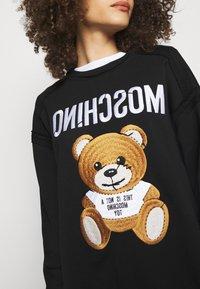 MOSCHINO - Sweatshirt - fantasy print black - 5