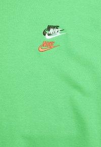 Nike Sportswear - Sweatshirt - light green spark - 2