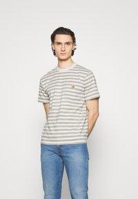 Carhartt WIP - SCOTTY POCKET - Print T-shirt - white heather/grey heather - 0