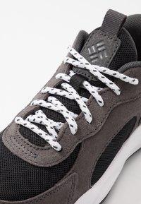 Columbia - YOUTH PIVOT - Sports shoes - black/white - 2