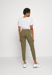Noisy May - NMSEJLA CASUAL TROUSER - Trousers - ivy green - 2