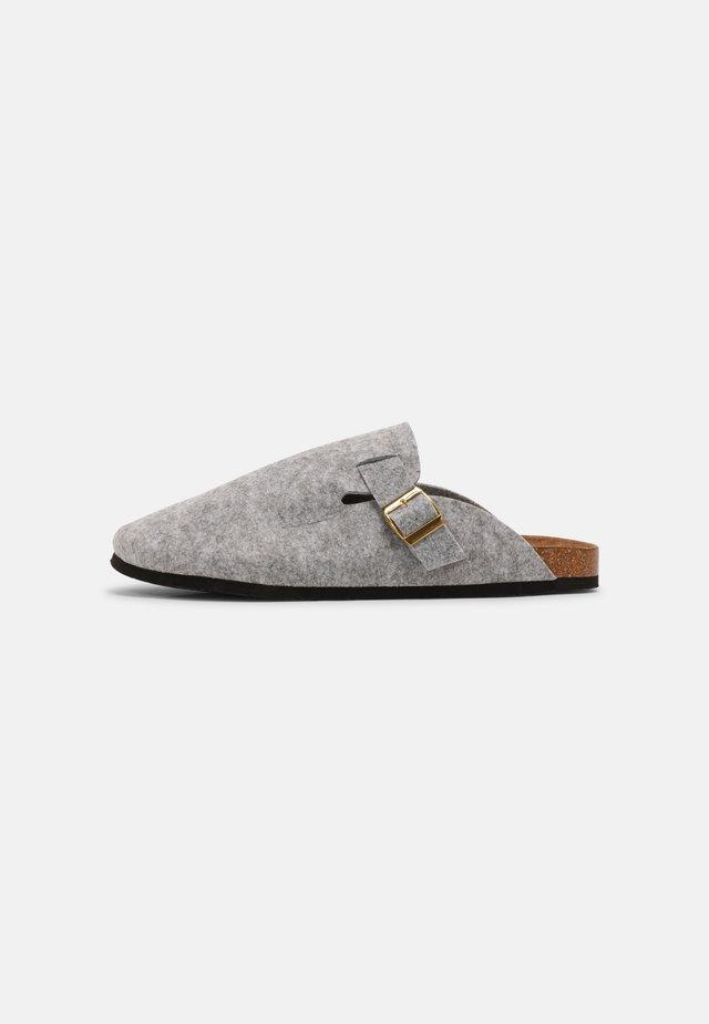 KANSAS - Chaussons - grey