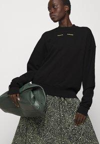 Proenza Schouler White Label - MODIFIED RAGLAN SOLID - Sweatshirt - black - 3