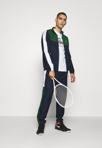 Lacoste Sport - TENNIS TRACKSUIT - Tracksuit - green/navy blue/white - 1