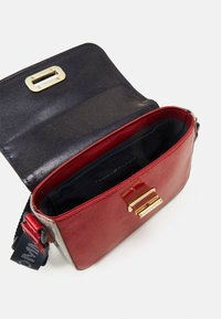 Tommy Hilfiger - MINI ME TURNLOCK - Across body bag - red - 2