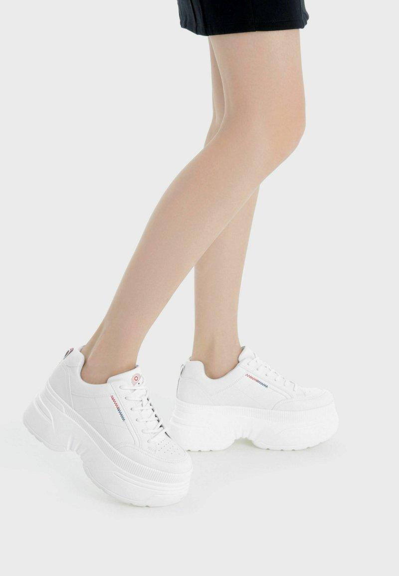 Bershka - Baskets basses - white