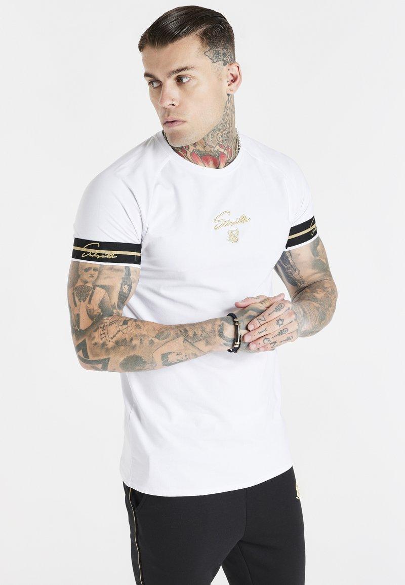 SIKSILK - EXPOSED TAPE RAGLAN GYM TEE - Basic T-shirt - white