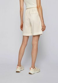 BOSS - TAFY - Shorts - natural - 2