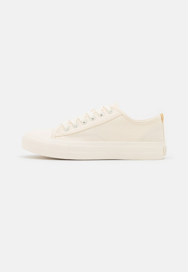 LACE UP TRAINERS - Sneakers laag - white