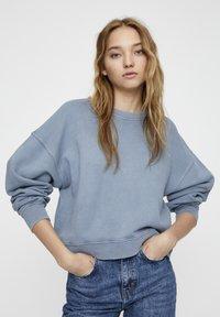 PULL&BEAR - MIT LANGEN ÄRMELN - Sweatshirt - blue - 0