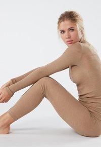 Intimissimi - LEGGINGS AUS WOLLE UND SEIDE - Leggings - Stockings - hautfarbe (sahara) - 2328 - cammello - 2