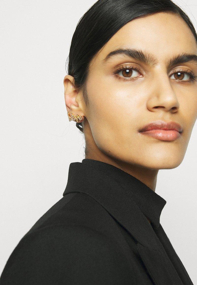Vivienne Westwood - WILMA EARRINGS - Earrings - gold-coloured