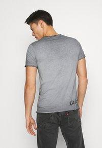 Key Largo - AWAKE - Print T-shirt - anthracite - 2