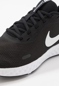 Nike Performance - REVOLUTION 5 - Obuwie do biegania treningowe - black/white/anthracite - 5