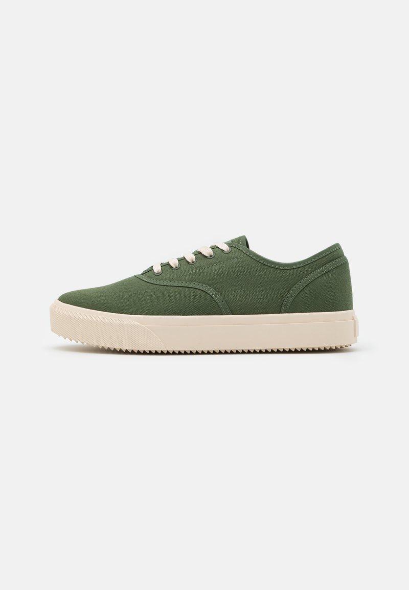 Clae - AUGUST - Sneakersy niskie - bronze green