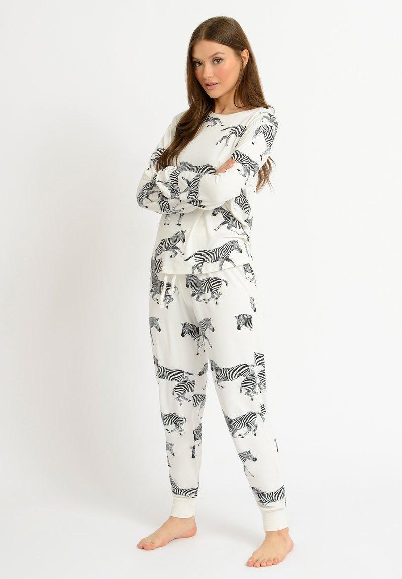 Chelsea Peers - ZEBRA - Pyjamas - white
