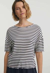 OYSHO - Print T-shirt - dark blue - 0