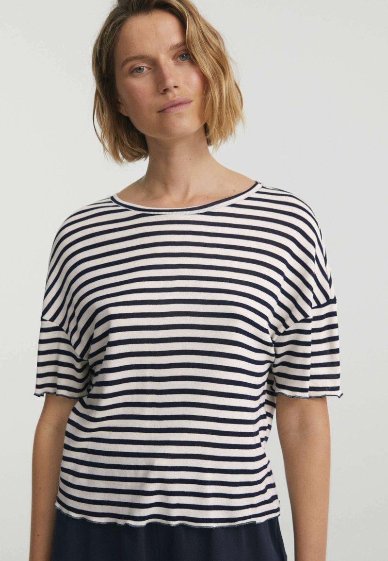 OYSHO - Print T-shirt - dark blue
