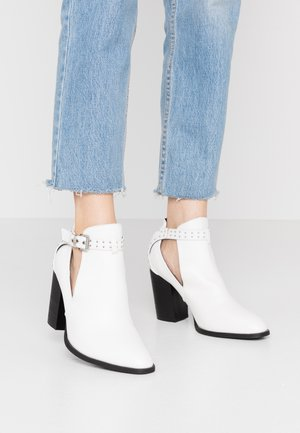 WIDE FIT  - High heeled ankle boots - white