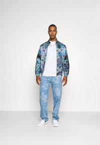Jaded London - LASER ETCHED FLORAL SKATE - Straight leg jeans - blue - 1
