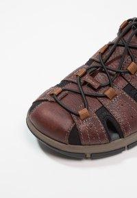 Clarks - BRIXBY COVE - Sandales de randonnée - dark brown - 5