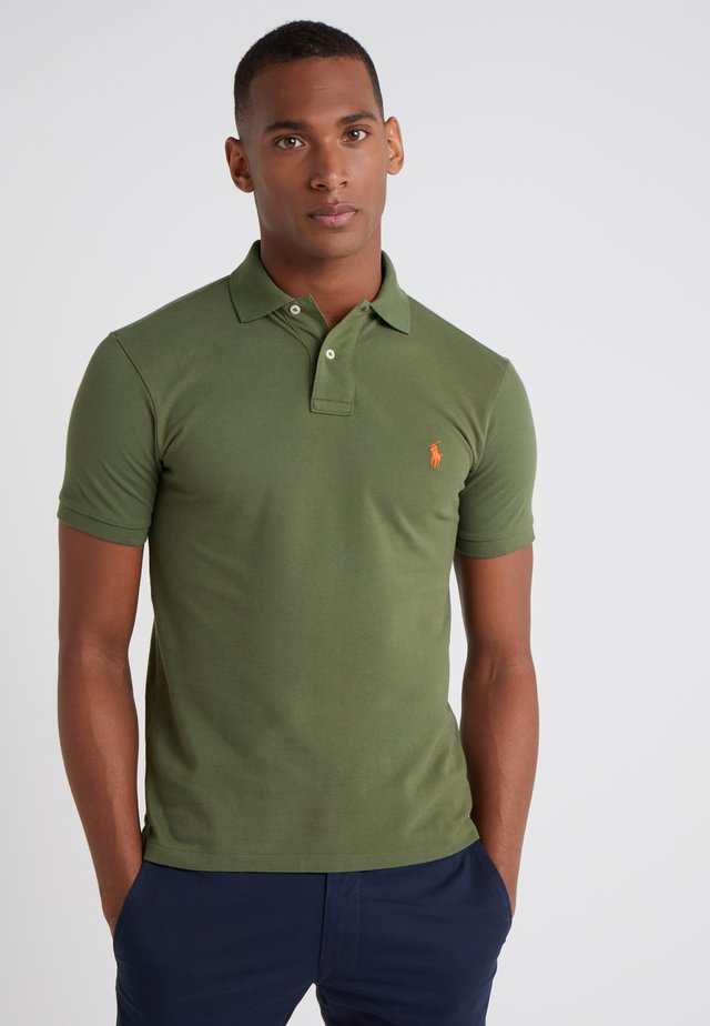 SLIM FIT MODEL - Polo - supply olive