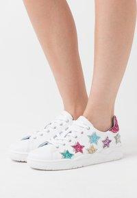 CHIARA FERRAGNI - ROGER SHADE STARS - Zapatillas - white/multicolor - 0