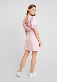 Nly by Nelly - EVERYDAY BACK FOCUS DRESS - Day dress - light pink - 2