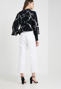 J.CREW - PEYTON PANT IN TRAVELER - Trousers - white - 2