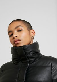 Abercrombie & Fitch - PUFFER - Jas - black - 3