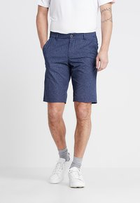 Under Armour - SHOWDOWN VENTED - Outdoor shorts - academy/zinc grey - 0