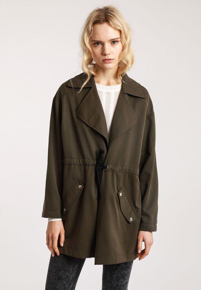 Krótki płaszcz - khaki