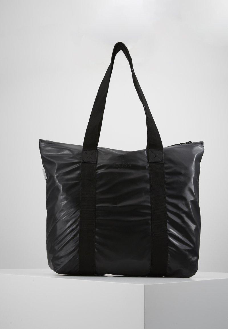 Rains - TOTE BAG RUSH - Velká kabelka - shiny black