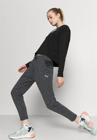 Puma - EVOSTRIPE PANTS - Pantalones deportivos - black heather - 3