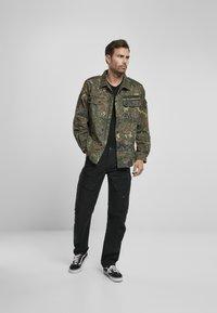 Brandit - ACCESSOIRES ADVEN  - Cargo trousers - black - 1