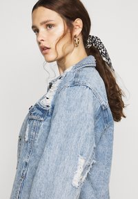 Simply Be - RIPPED OVERSIZED JACKET - Denim jacket - stonewash - 4